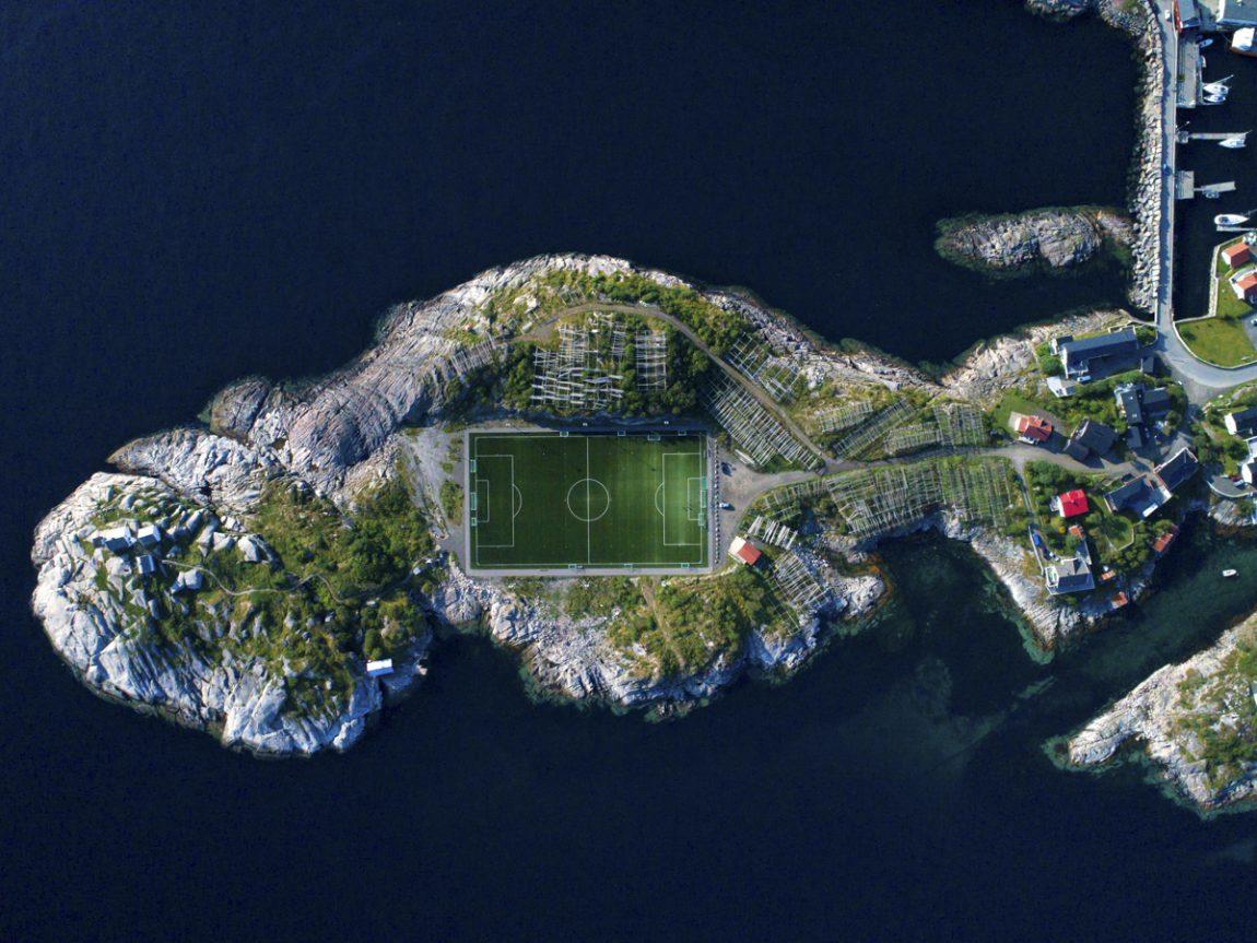 Das Henningsvaer Fussball Stadion Auf Den Lofoten Der